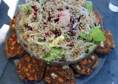 Salade variée et cake sarrasin